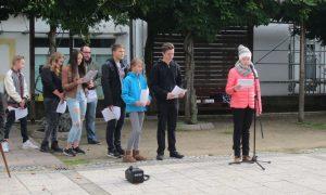 Die Schülerinnen und Schüler der Projektgruppe schilderten die historischen Ereignisse.